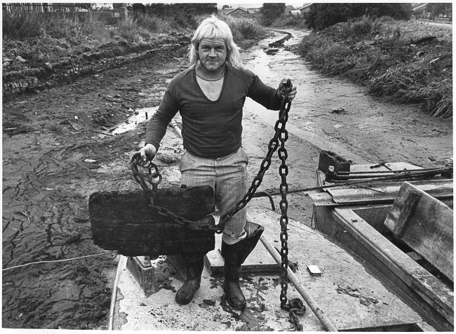 In 1978, a British Waterways dredging gang pulled up a chain which had a lump of wood on the end. This turned out to be a plug about which no one knew. The whole canal between Whitsunday Pie Lock and Retford Town Lock drained away into the River Idle! (From CCtrust)