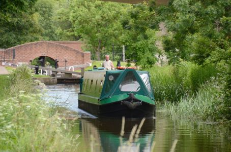 "Nb ""Emerald Lizard"" West out of Haggonfields Lock"