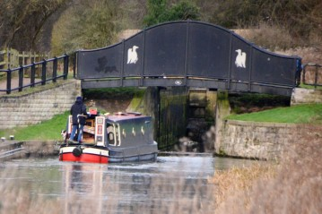 Nb 'Ramble On' entering Morse Lock
